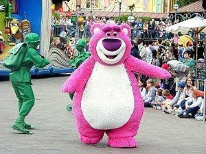 Faut il accorder de l'importance aux VIP. Les blogueurs en sont-ils ? Exemple avec une visite particulière à Disneyland Paris.