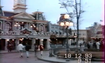 En attendant les 20 ans, première visite à Euro Disney le 18.12.1993. Et vous, vous souvenez vous de votre première fois à Disneyland Paris ?