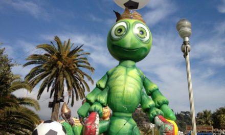 Carnaval de Nice 2012 : Le Roi du Sport. Corso Carnavalesque, Corso Illuminé, et Bataille des Fleurs.