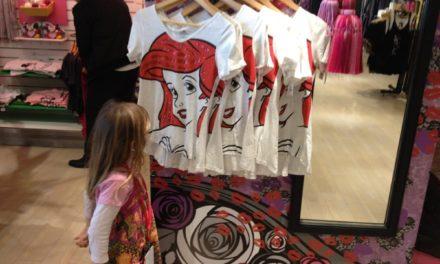 Ce mois-ci Ariel, La Petite Sirène, est la star des Disney Store. Découvrez la gamme de produits à son effigie.