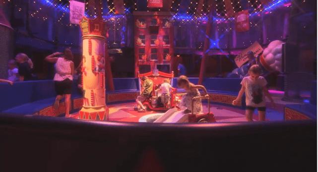La zone d'attente - Dumbo - New Fantasyland