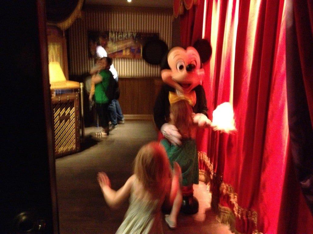 Enfin Meet Mickey dans la loge