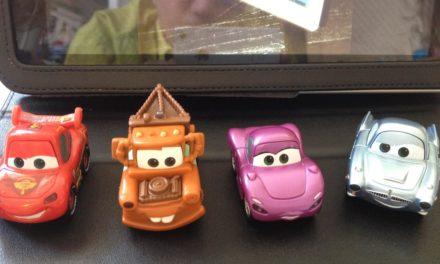 Test de Cars 2 AppMATes pour iPad de Disney. Utilisez de vraies voitures pour interagir avec l'application.