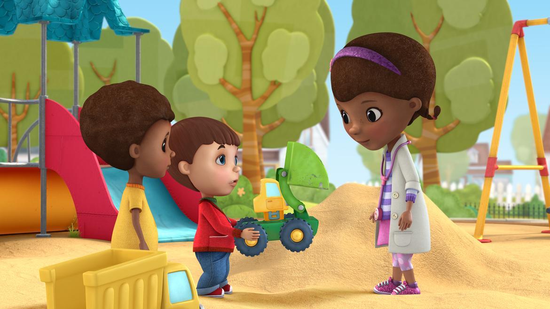 Docteur La Peluche (Doc McStuffins), nouvelle série animée de Disney Junior. Découvrez Dottie et son stéthoscope magique qui lui permet de parler aux jouets ! 18
