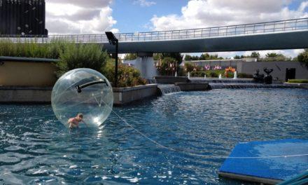 Dans nos Aquabulles, pour un week-end estival en famille, au Futuroscope. Une destination idéale pour les parents solos et leurs enfants ?
