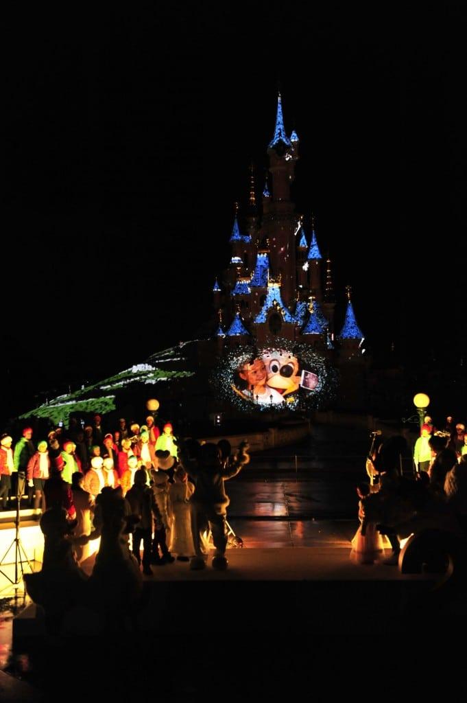 Disneyland Paris - Officiel - Show Noël 4