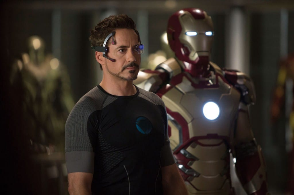 Iron-Man-3-Tony-Stark-et-son-armure
