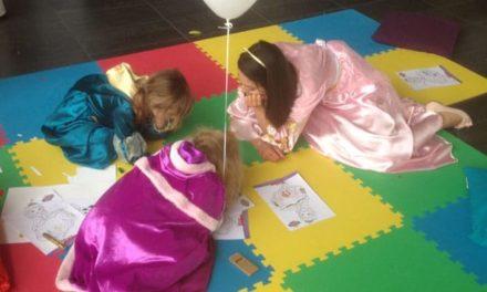 """Bon anniversaire Disney Junior ! Un évènement LE CLUB CANAL pour fêter les 2 ans de la chaîne thématique en compagnie de Jake et Princesse Sofia. """"La magie commence ici."""""""