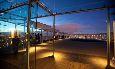 Cet été, le toit-terrasse panoramique de la Tour Montparnasse invite à s'emparer d'un bout du ciel lors des Nuits des Etoiles