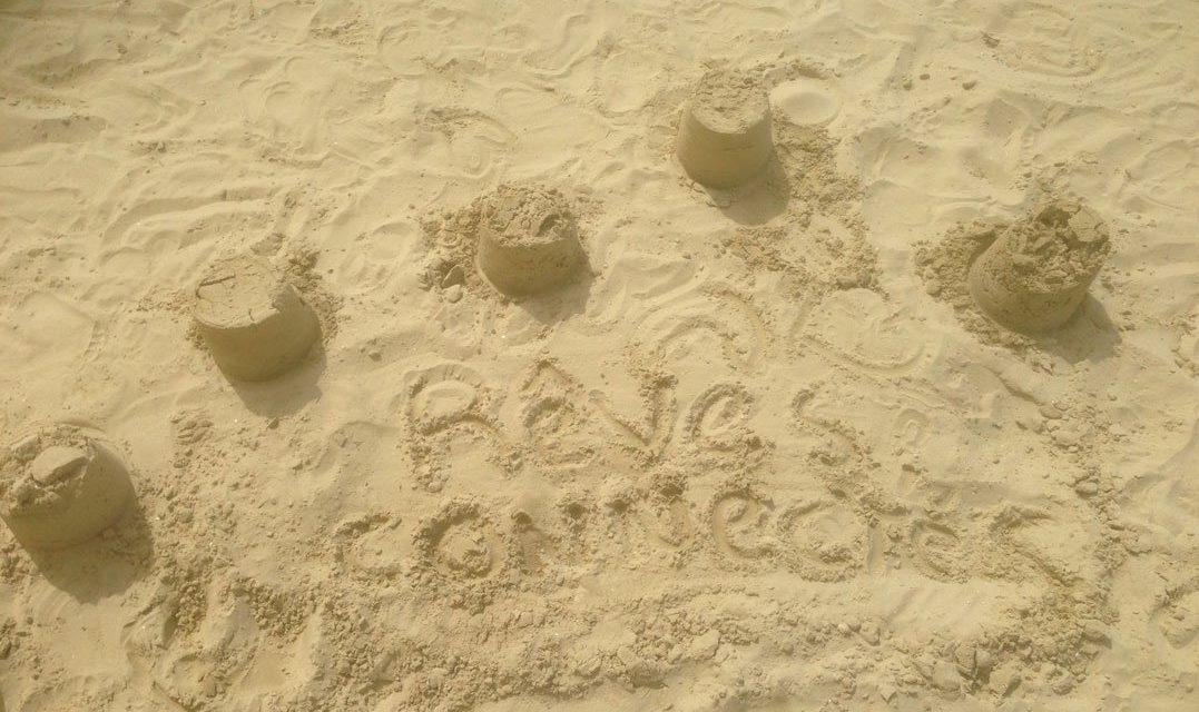 L'empreinte de Rêves Connectés sur le sable ! Promesses de nouvelles découvertes pour les prochaines vacances.