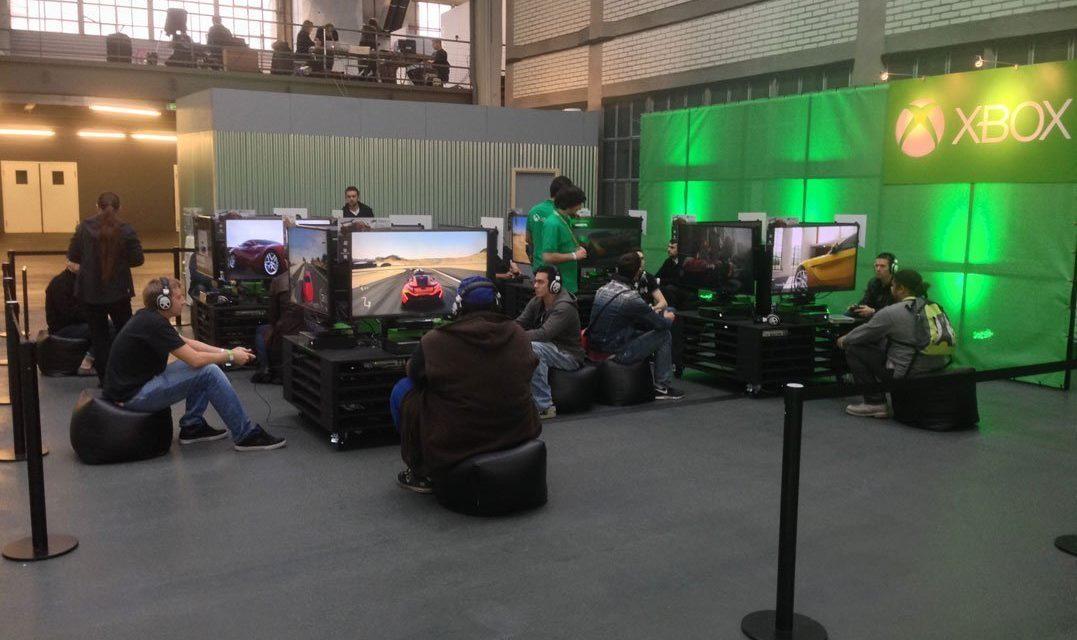 Première découverte de la nouvelle console de Microsoft, avant la Paris Games Week, lors de l'évènement Xbox One Tour à la Halle Freyssinet. Bilan très mitigé.