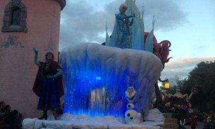 Chronique d'une belle journée en famille pour célébrer Noël à Disneyland Paris et l'arrivée d'Elsa, Anna et Olaf du film «FROZEN – La Reine des Neiges».