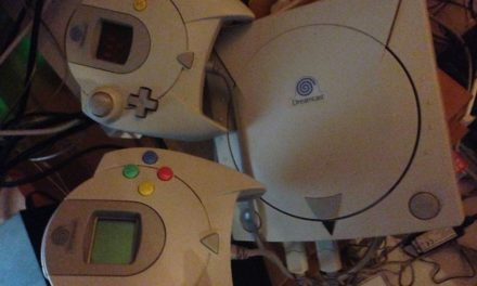 Alors que vous achetez vos Xbox One et autres PS4, nous avons fait revivre notre SEGA Dreamcast. La famille est ravie… en attendant la Wii U et Sonic Boom ?