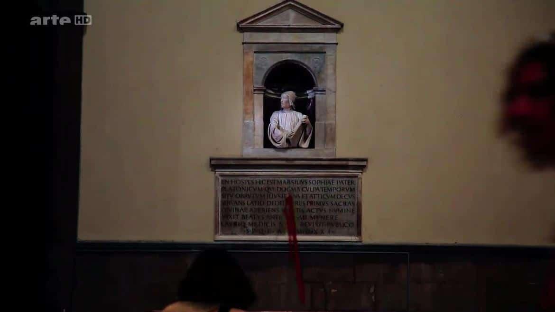 Le buste sculpté de Marsile Ficin par Andrea Ferrucci. Il est érigé dans l'église de Florence. Il a dans ses mains sa traduction latine des dialogues de Platon. Il a été le premier à traduire ces œuvres.