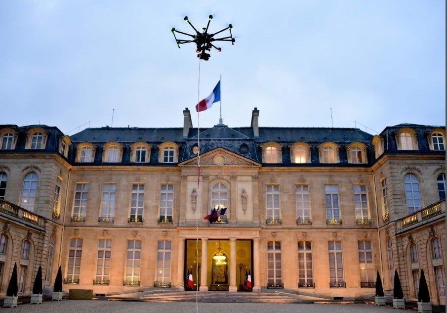«Secrets et coulisses du Palais de l'Élysée» dévoilés dans l'émission de M6 #ZoneInterdite», le 26 avril 2015 à 20h55.