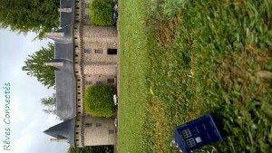 Chronique d'un anniversaire sous le signe de Doctor Who, après avoir vu en famille les 8 saisons de la nouvelle série. The Majestic Tale (Of a Madman in a Box). 39