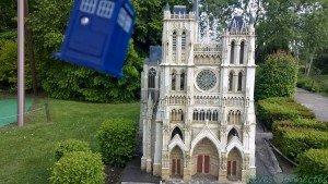 Chronique d'un anniversaire sous le signe de Doctor Who, après avoir vu en famille les 8 saisons de la nouvelle série. The Majestic Tale (Of a Madman in a Box). 44