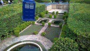 Chronique d'un anniversaire sous le signe de Doctor Who, après avoir vu en famille les 8 saisons de la nouvelle série. The Majestic Tale (Of a Madman in a Box). 45