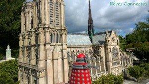 Chronique d'un anniversaire sous le signe de Doctor Who, après avoir vu en famille les 8 saisons de la nouvelle série. The Majestic Tale (Of a Madman in a Box). 48