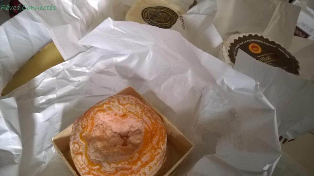 Jolie pièce de fromage de Langres Fermier