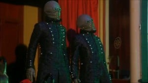 Chronique d'un anniversaire sous le signe de Doctor Who, après avoir vu en famille les 8 saisons de la nouvelle série. The Majestic Tale (Of a Madman in a Box). 29