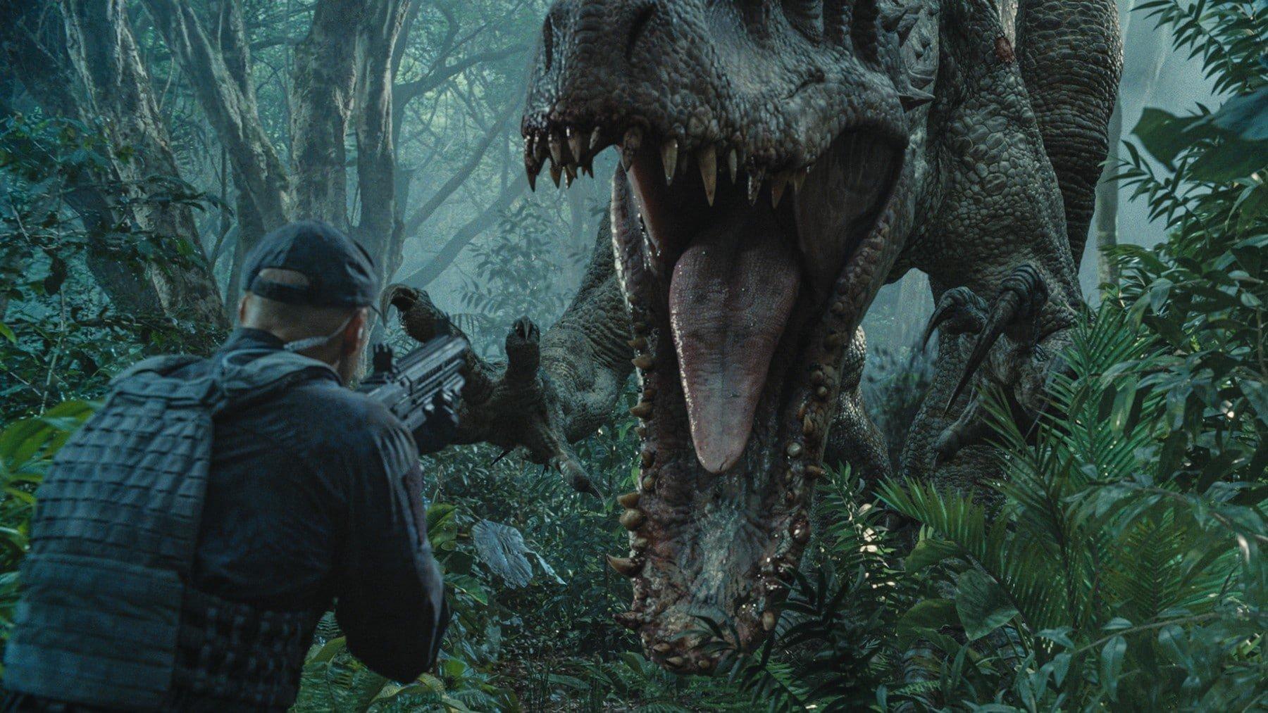 Jurassic World 2424_SB_00075NBR