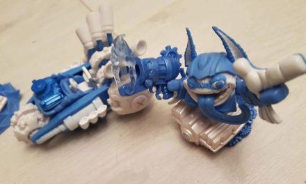 Du nouveau pour les figurines connectées Skylanders Superchargers (Power Blue et Trophée Kaos)