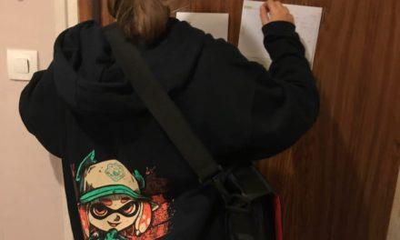 """Léopoldine fête l'anniversaire des papiers CANSON en testant le Papier à dessin blanc """"C à grain"""" de la pochette CANSON """"70 ans de créativité"""""""
