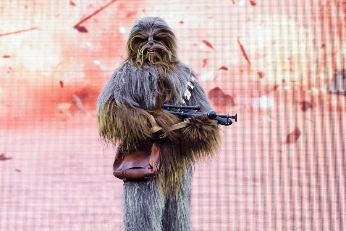 disneyland-paris-star-wars-chewbacca
