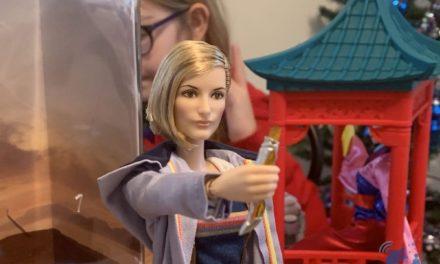 Une nouveauté incontournable pour les Whovians… La Barbie Doctor Who ! Notre test.