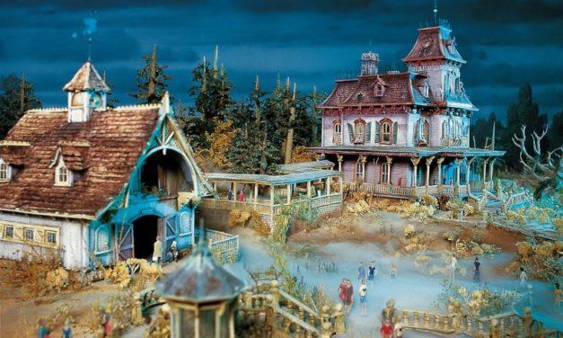 Enfin ! La poupée collector Mélanie Ravenswood arrive à Disneyland Paris avec une boutique entièrement dédiée à l'attraction Phantom Manor !
